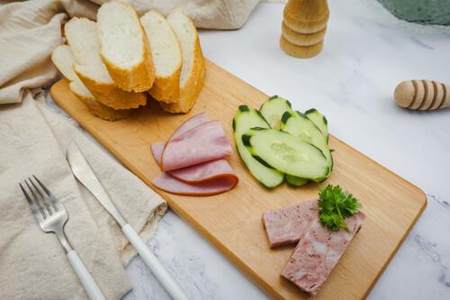 Bánh mì pate thịt nguội