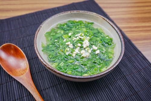 Canh cải xanh nấm rơm nấu thịt gà