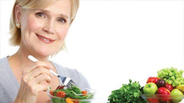 Chế độ dinh dưỡng hợp lý cho phụ nữ sau tuổi 50