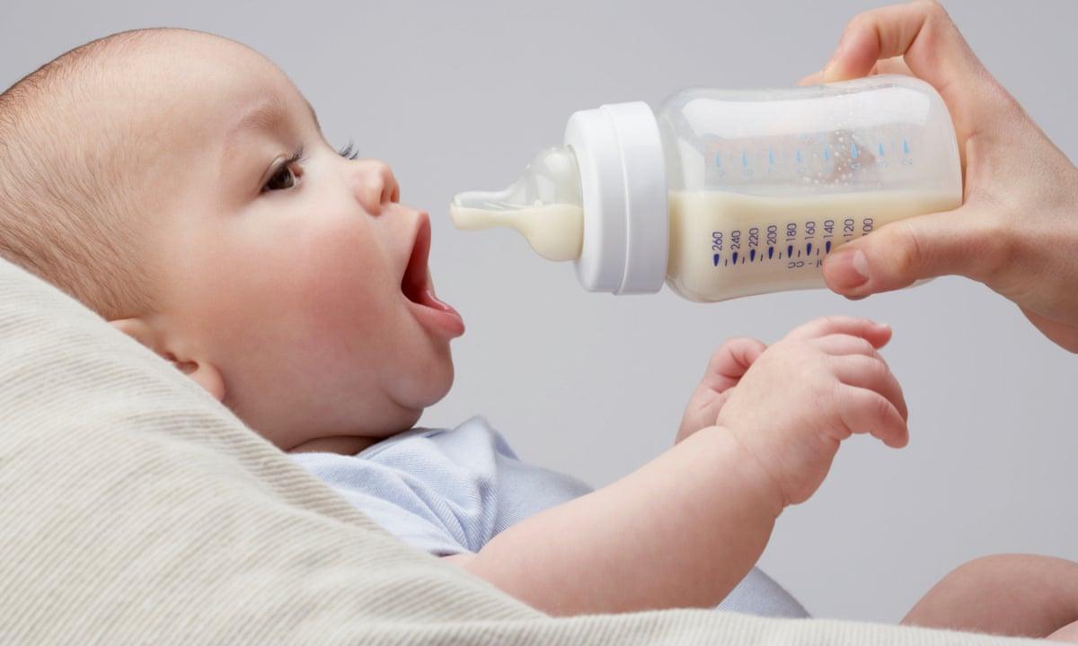 Trẻ 4 tháng ăn bột được chưa?