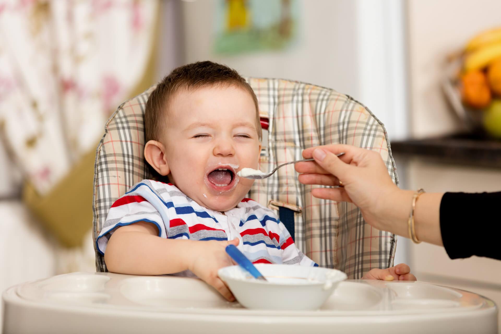 Trẻ 5 tháng tuổi ăn được những gì?
