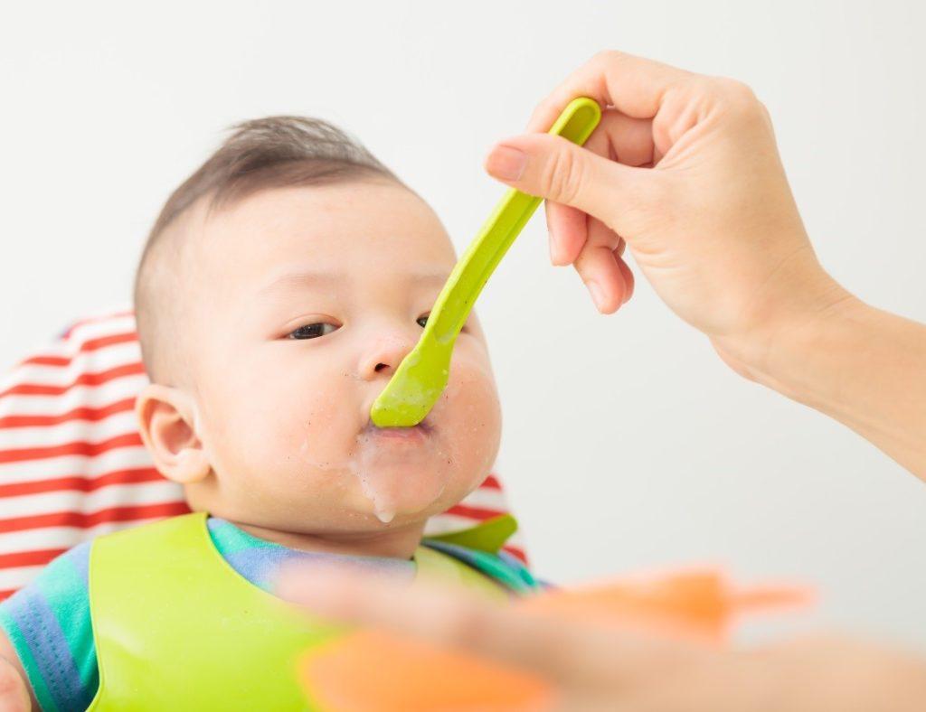 Trẻ 7 tháng tuổi nặng hơn 7 kg có bị suy dinh dưỡng?